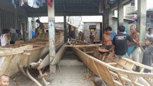 Badjao men working on their boats (